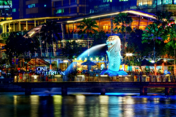 a_night_perspective_on_the_singapore_merlion_8347645113_wiki